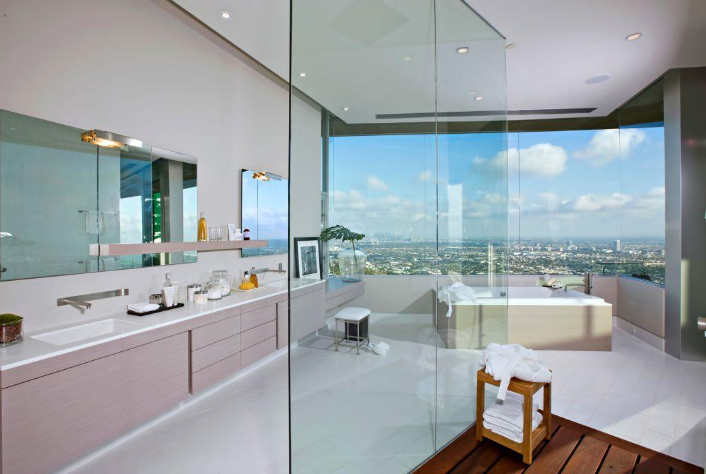 La maison hollywoodienne de DJ Avicii - 1474 Blue Jay Way, Los Angeles, CA, États-Unis