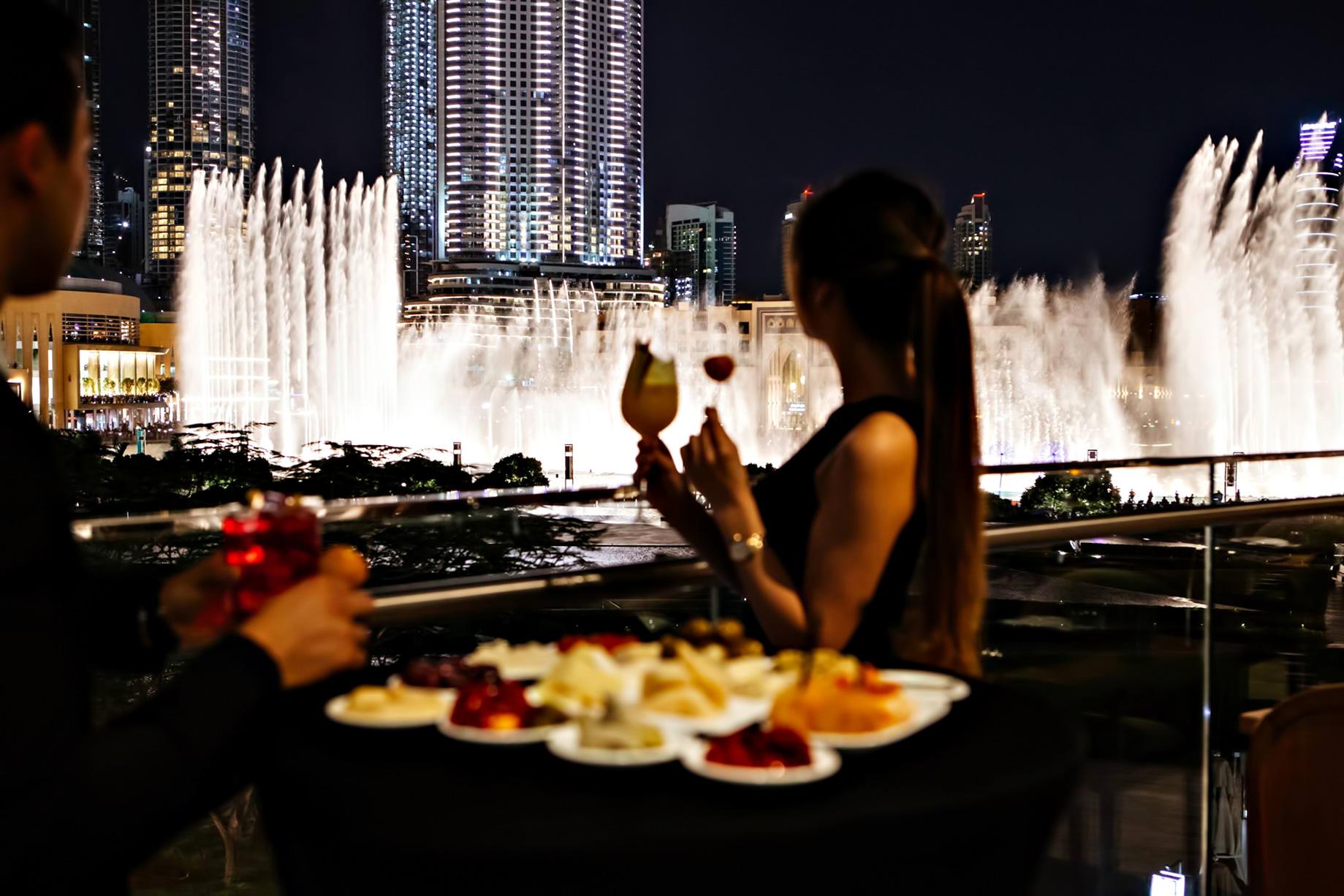 Armani Hotel Dubai – Burj Khalifa, Dubaï, Émirats arabes unis – Salle à manger avec vue sur la fontaine