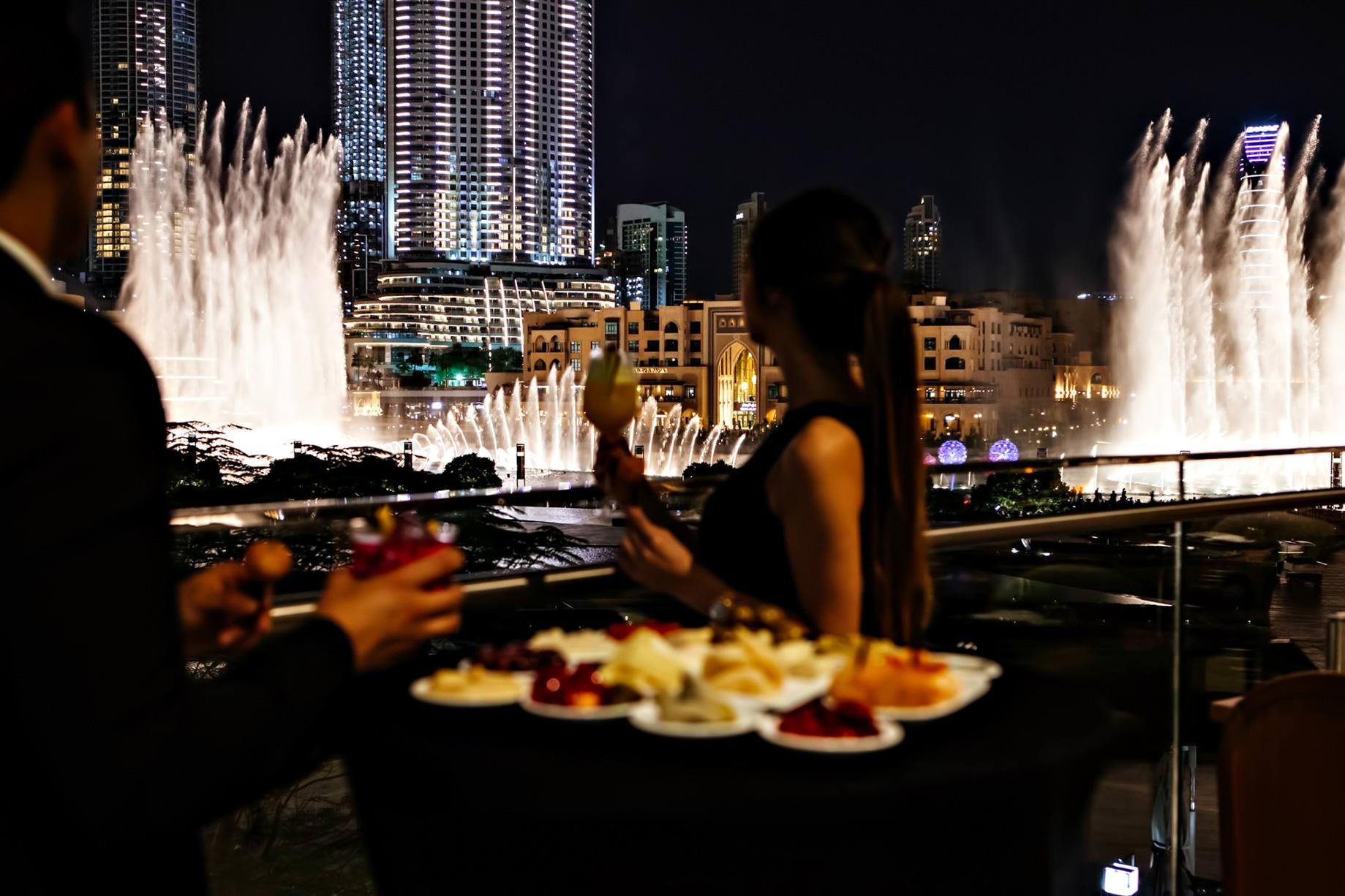 Armani Hotel Dubai - Burj Khalifa, Dubaï, Émirats arabes unis - Salle à manger avec vue sur la fontaine
