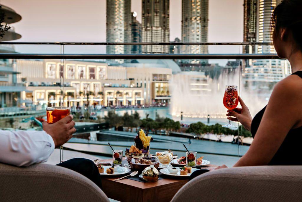 Armani Hotel Dubai - Burj Khalifa, Dubaï, Émirats arabes unis - Salle à manger privée avec balcon Armani