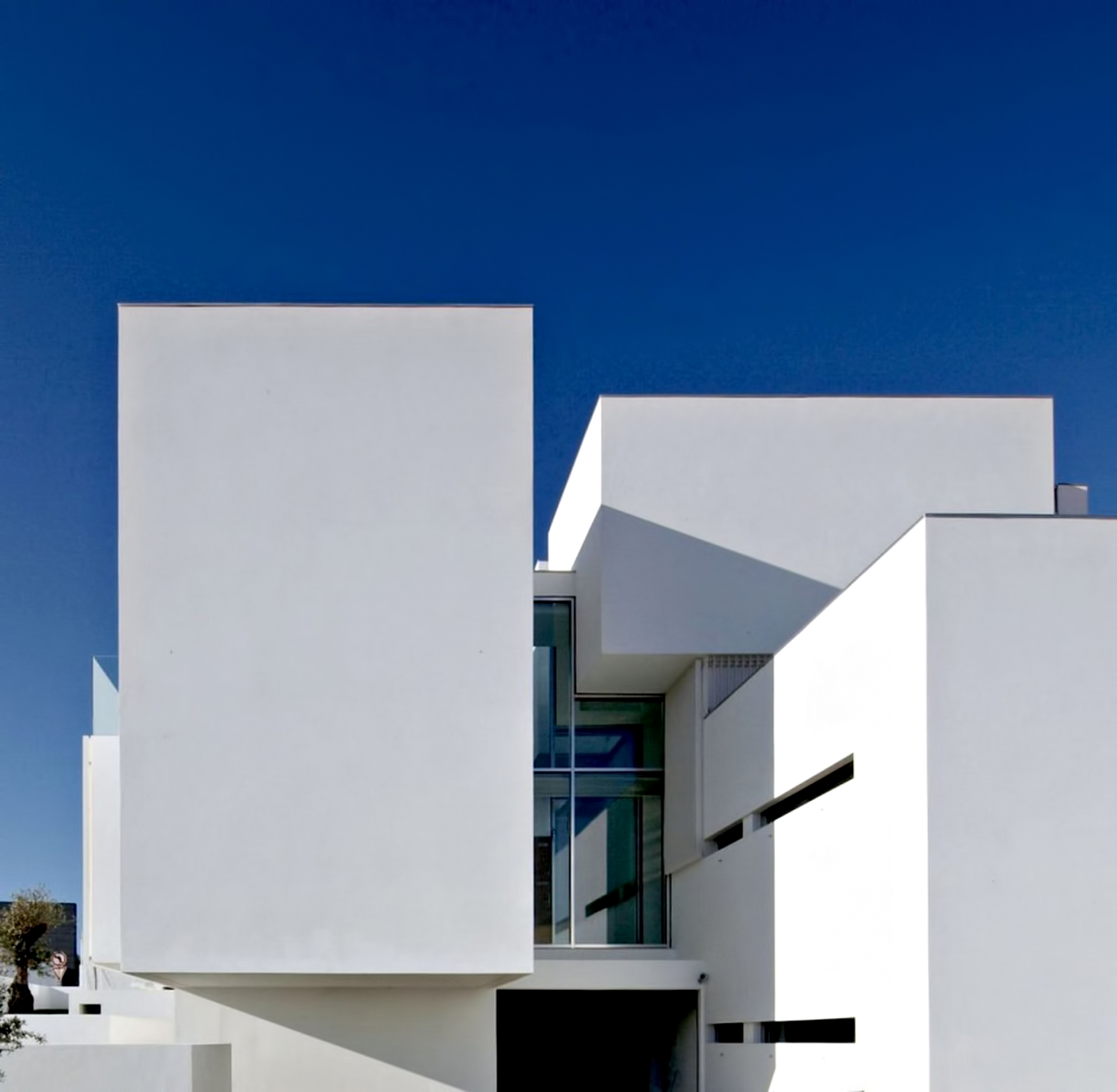 25 – Paco de Arcos House – Oeiras, Lisbon, Portugal