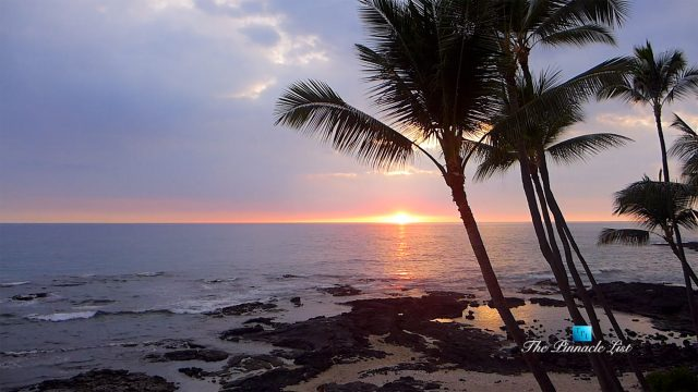 Big Island Sunset Timelapse in Kailua-Kona, Hawaii, USA - Luxury Travel