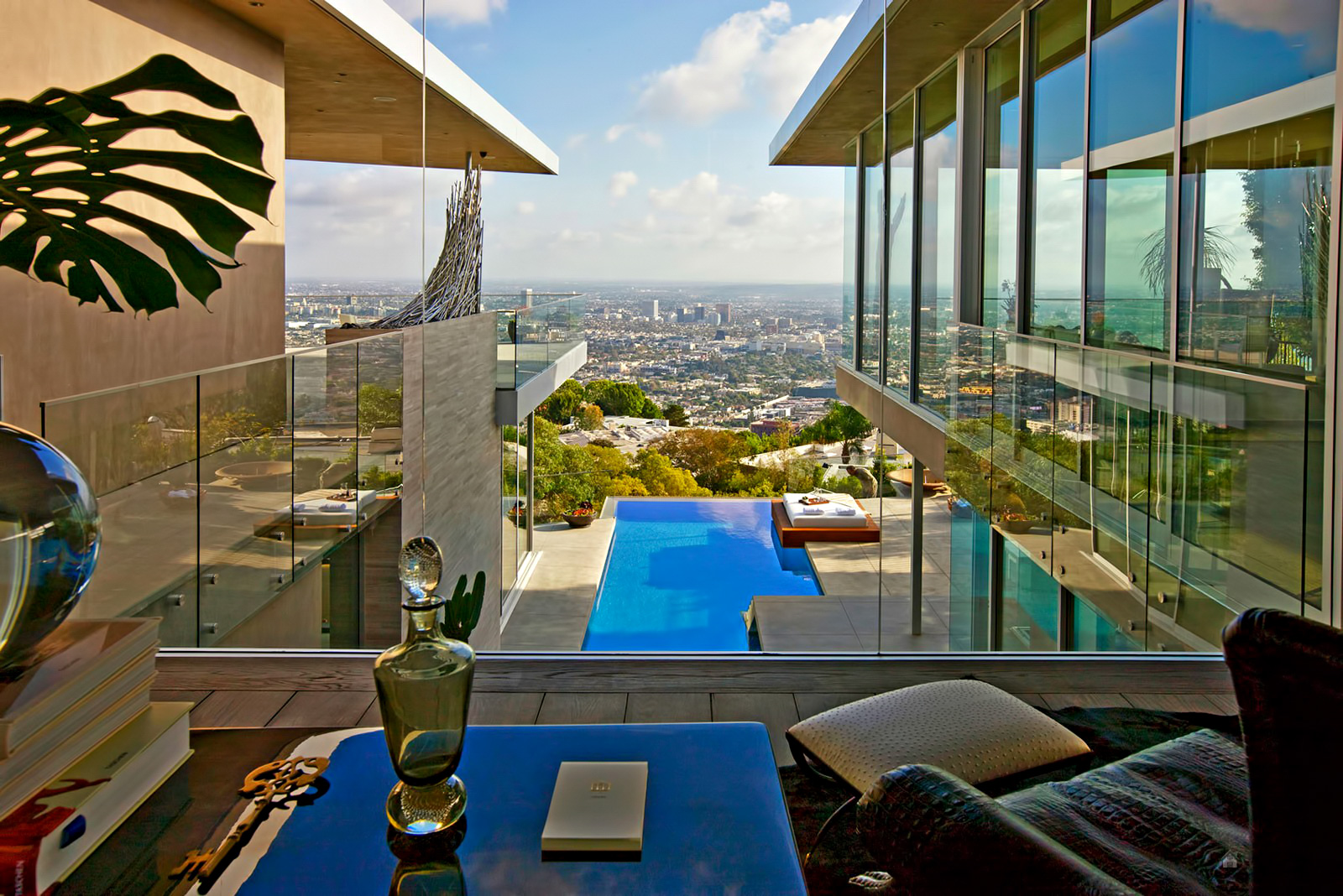 DJ Avicii Hollywood Home – 1474 Blue Jay Way, Los Angeles, CA, USA