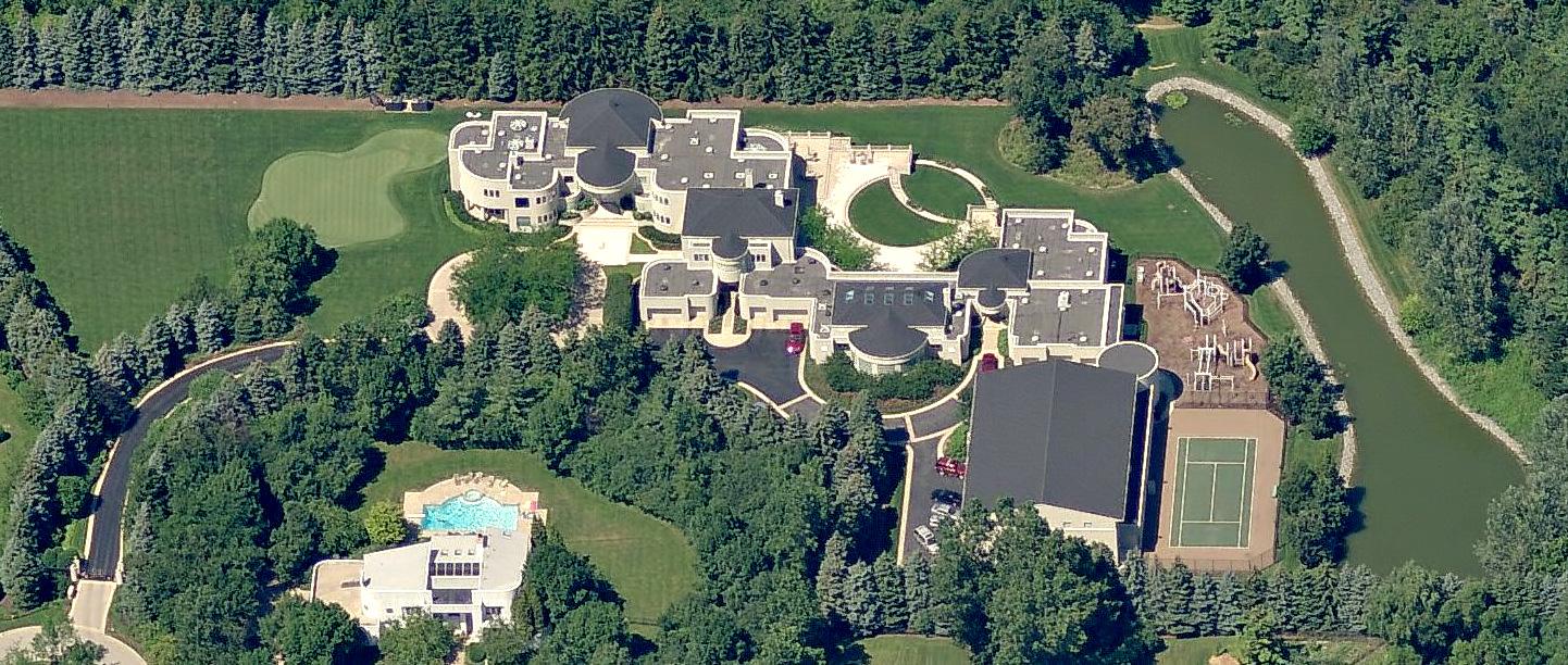 Michael Jordan's Chicago Home - Legend Point at 2700 Point Drive, Highland Park, IL, USA