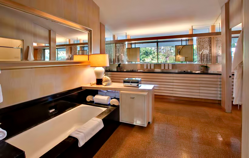 Ellen DeGeneres Brody House Residence - 360 S Mapleton Dr, Los Angeles, CA, USA