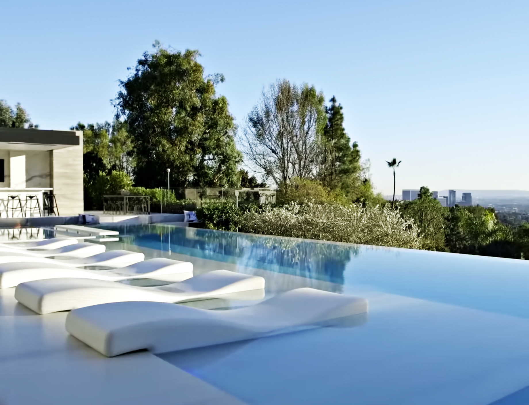 Beverly Crest Luxury Home - 9945 Beverly Grove Drive, Beverly Hills, CA, USA