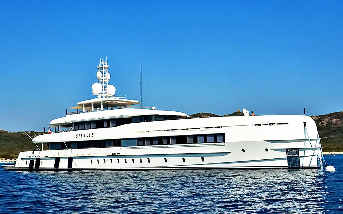 1 billion worth of superyachts in italy s bay of porto cervo