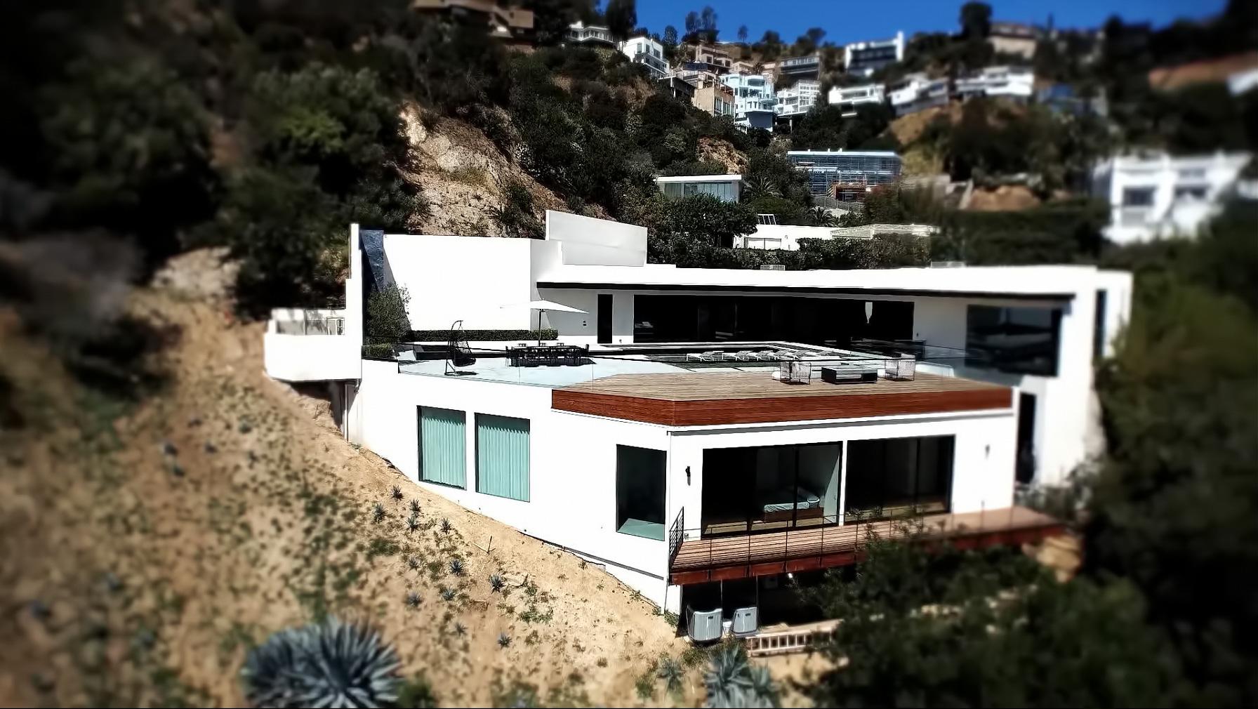 Sunset Strip Luxury Modern – 1877 Rising Glen Rd, Los Angeles, CA, USA