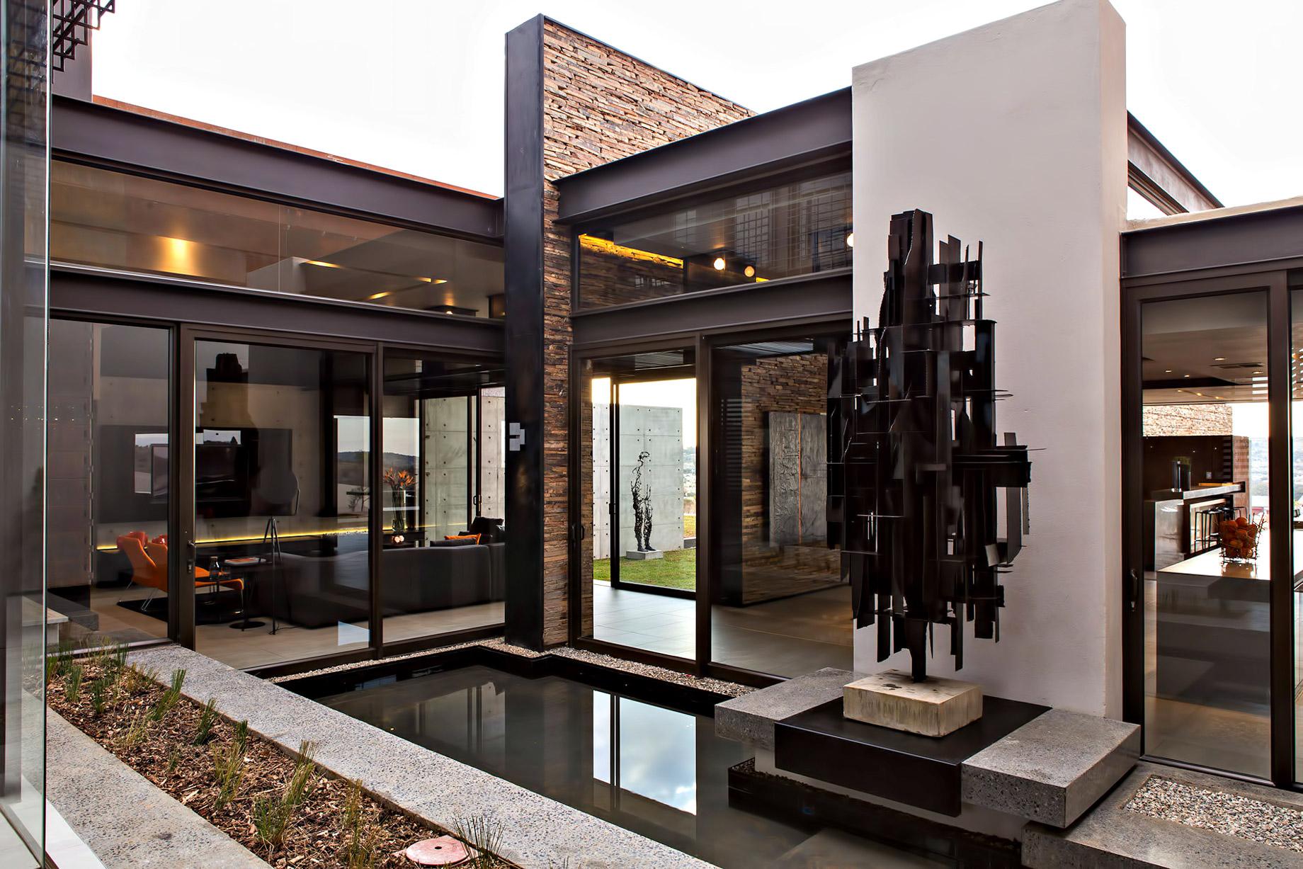 Boz House Luxury Villa - Mooikloof Heights, Pretoria, South Africa