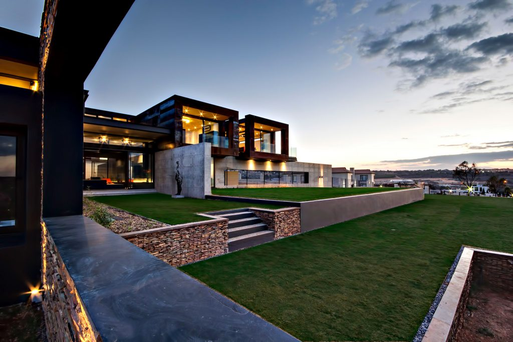 Boz House Luxury Villa - Mooikloof Heights, Pretoria, South Africa