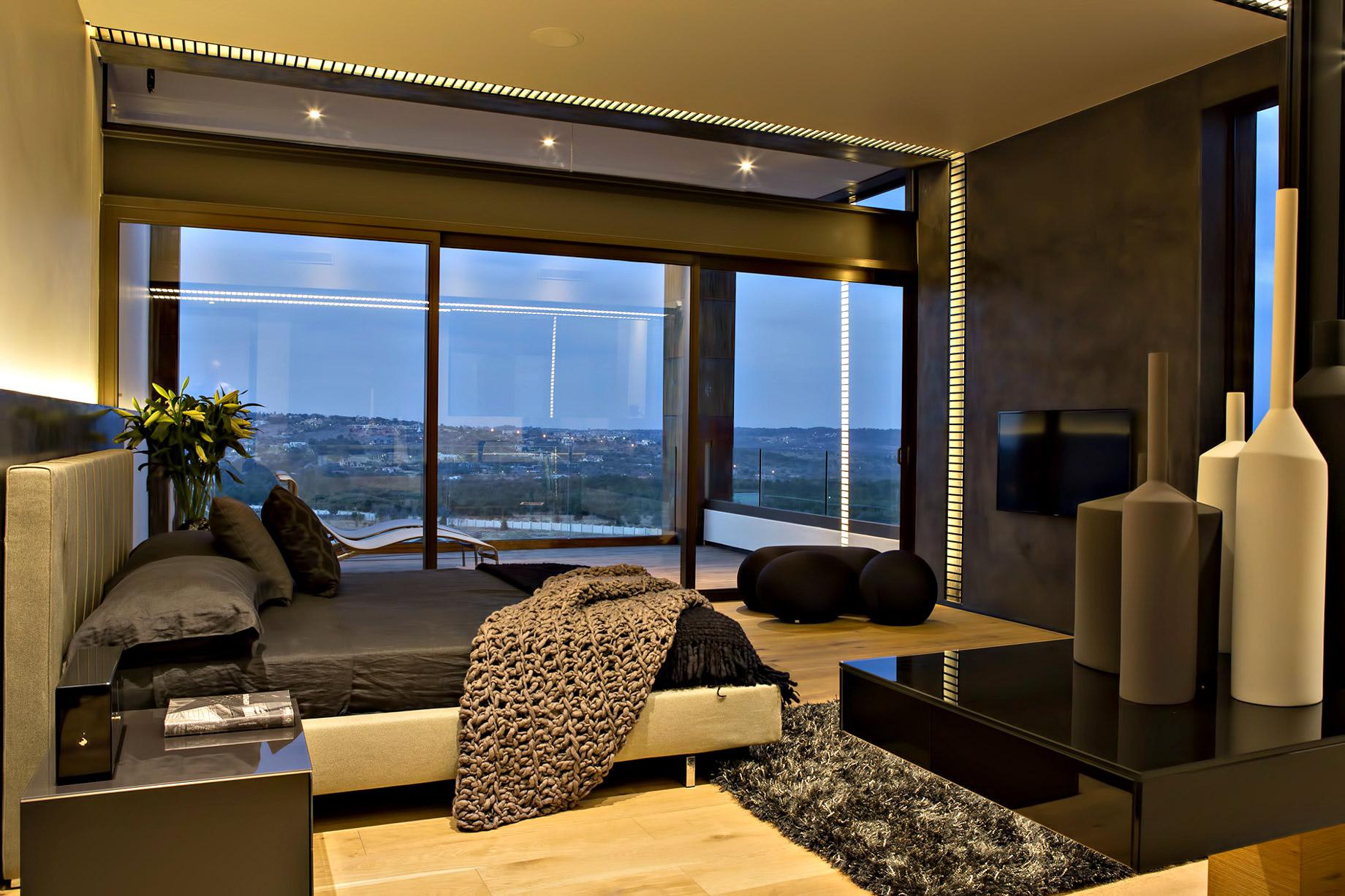 Boz House Luxury Villa – Mooikloof Heights, Pretoria, South Africa
