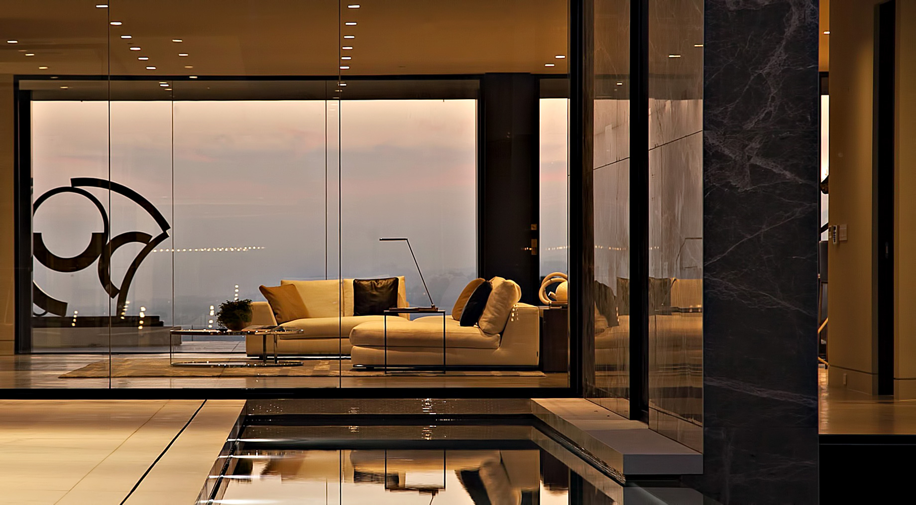 The Crown Estate – 1423 Oriole Dr, Los Angeles, CA, USA