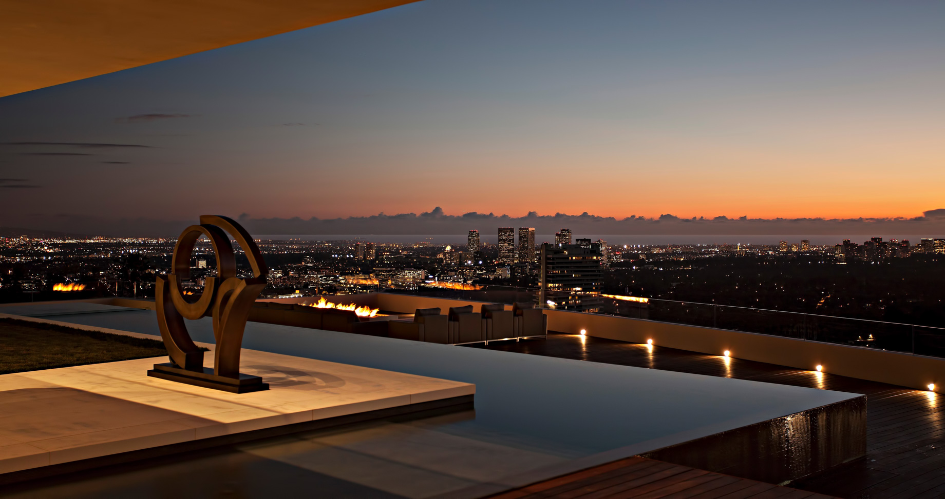 The Crown Estate - 1423 Oriole Dr, Los Angeles, CA, USA
