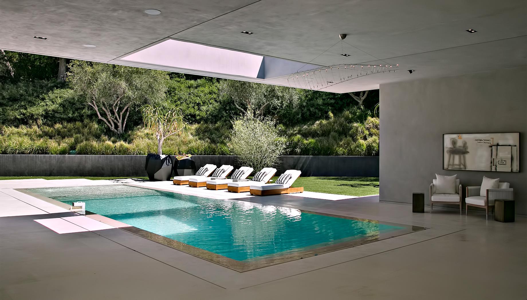 Museum Modern - 1012 N Hillcrest Rd, Beverly Hills, CA, USA