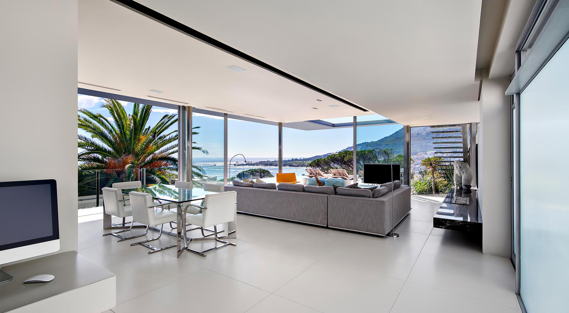 Bond Luxury Villa - 8 First Crescent, Camps Bay, South Africa