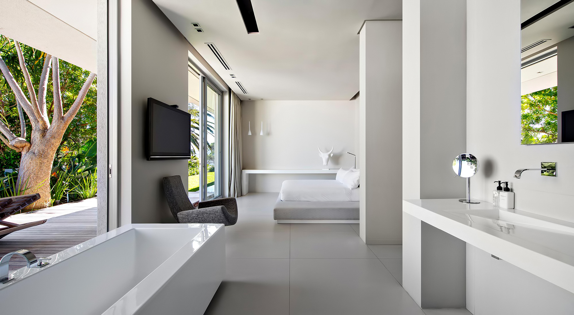 Bond Luxury Villa – 8 First Crescent, Camps Bay, South Africa