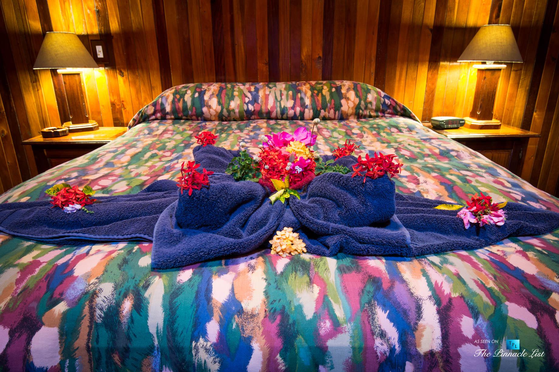 Tambor Tropical Beach Resort – Tambor, Puntarenas, Costa Rica – Suite Bed