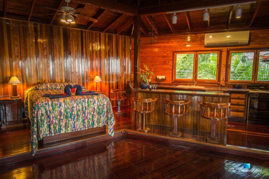 Tambor Tropical Beach Resort - Tambor, Puntarenas, Costa Rica - Suite Bed and Bar