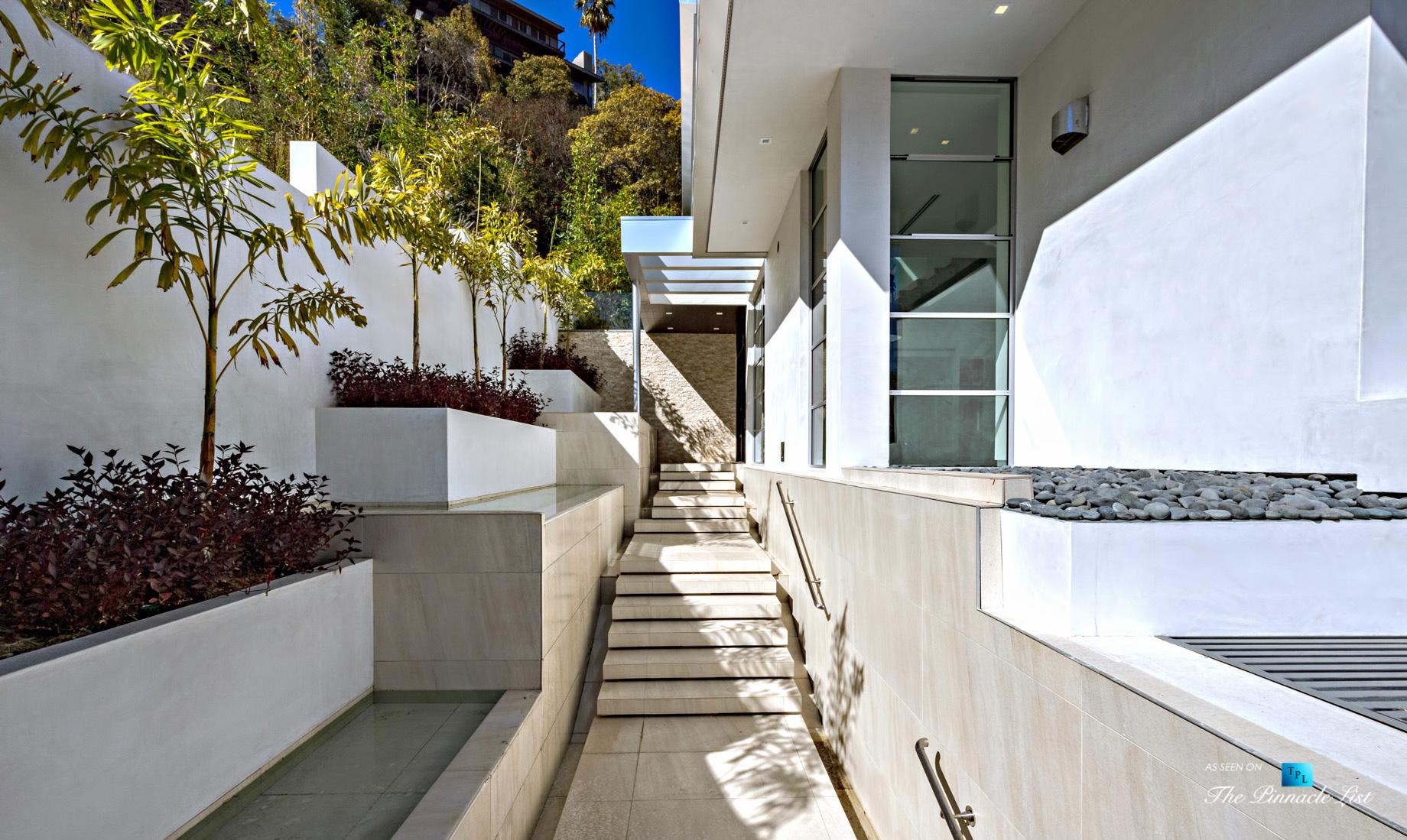 9311 Readcrest Dr, Beverly Hills, CA, USA