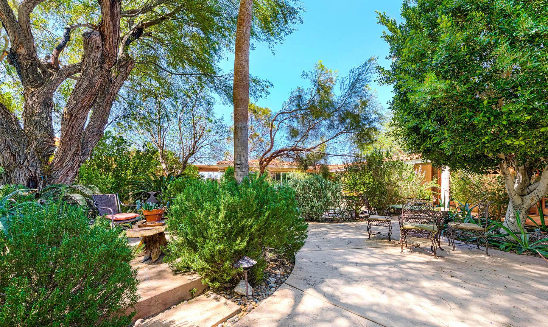 Hacienda Hot Springs Inn – Eliseo Rd, Desert Hot Springs, CA, USA