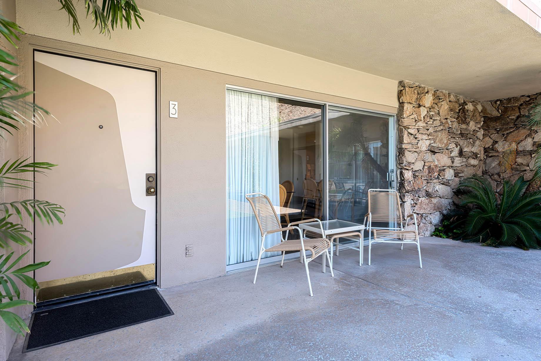 Desert Hills Resort - 601 W Arenas Rd, Palm Springs, CA, USA
