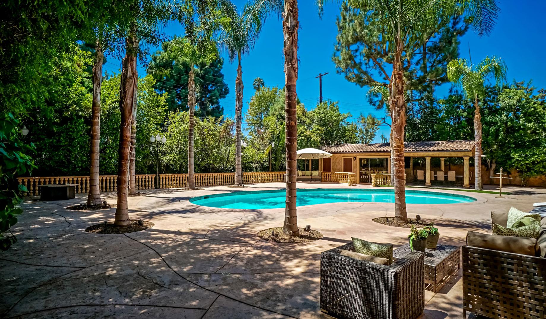 Chandler Estates Home - 13854 Albers St, Los Angeles, CA, USA
