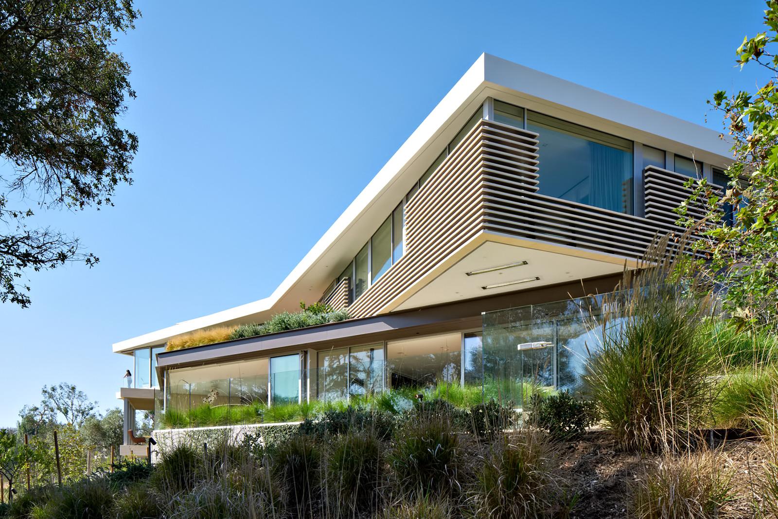Tree Top Residence - North Barrington Ave, Los Angeles, CA, USA