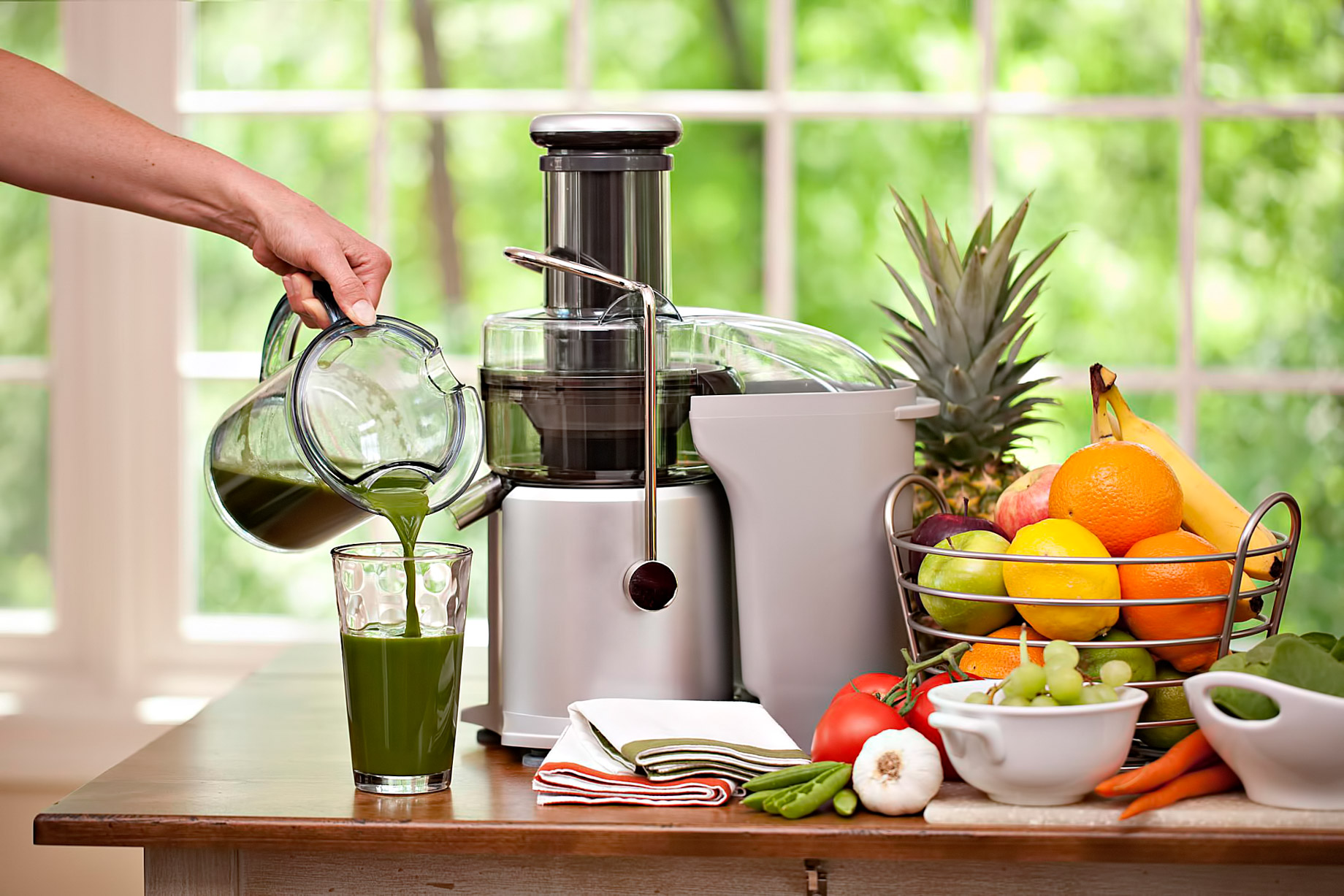 04 Juicer – New Home Trends – Ideal Luxury Products For Your House This Winter