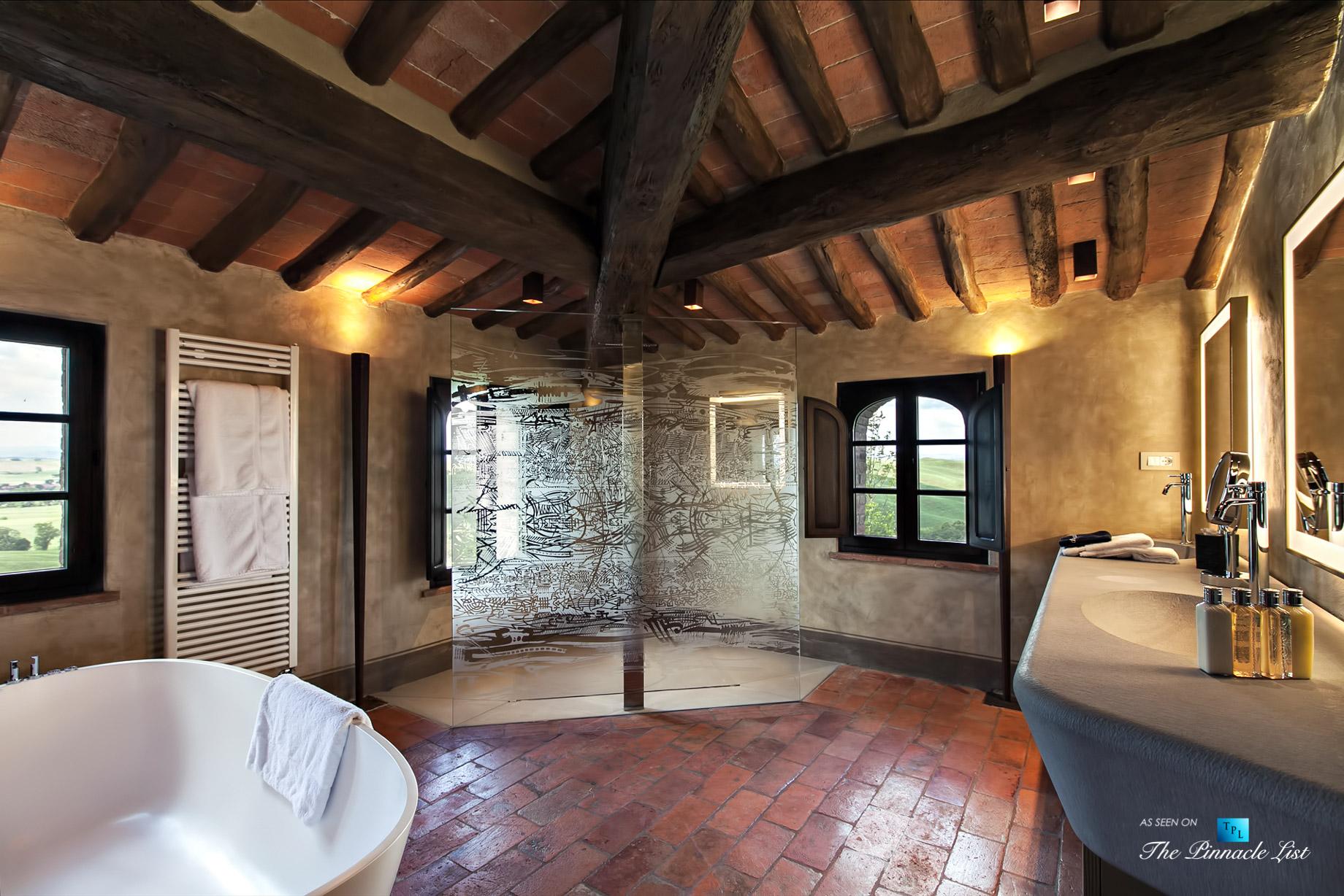 Podere Paníco Estate – Monteroni d'Arbia, Tuscany, Italy – Master Bathroom – Luxury Real Estate – Tuscan Villa