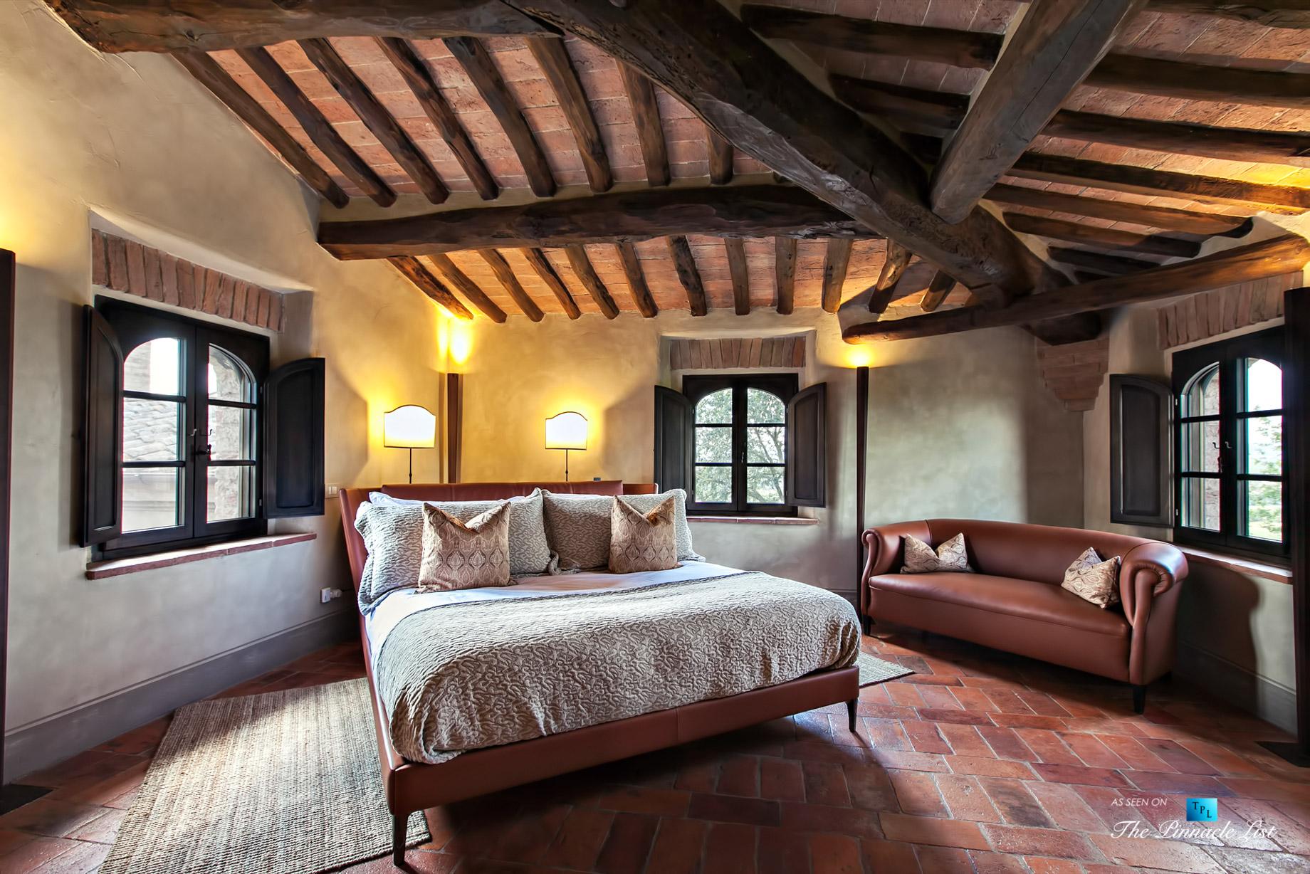 Podere Paníco Estate – Monteroni d'Arbia, Tuscany, Italy – Bedroom – Luxury Real Estate – Tuscan Villa