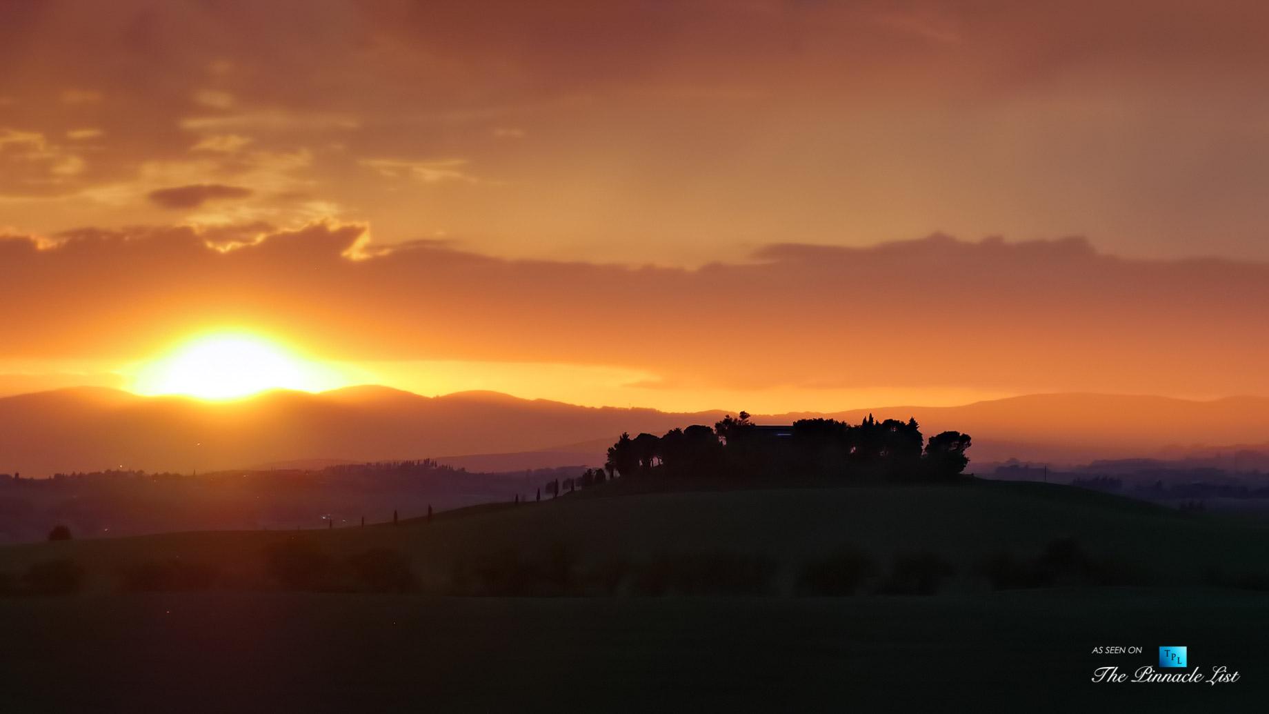 Podere Paníco Estate - Monteroni d'Arbia, Tuscany, Italy - Sunset Property View - Luxury Real Estate - Tuscan Villa