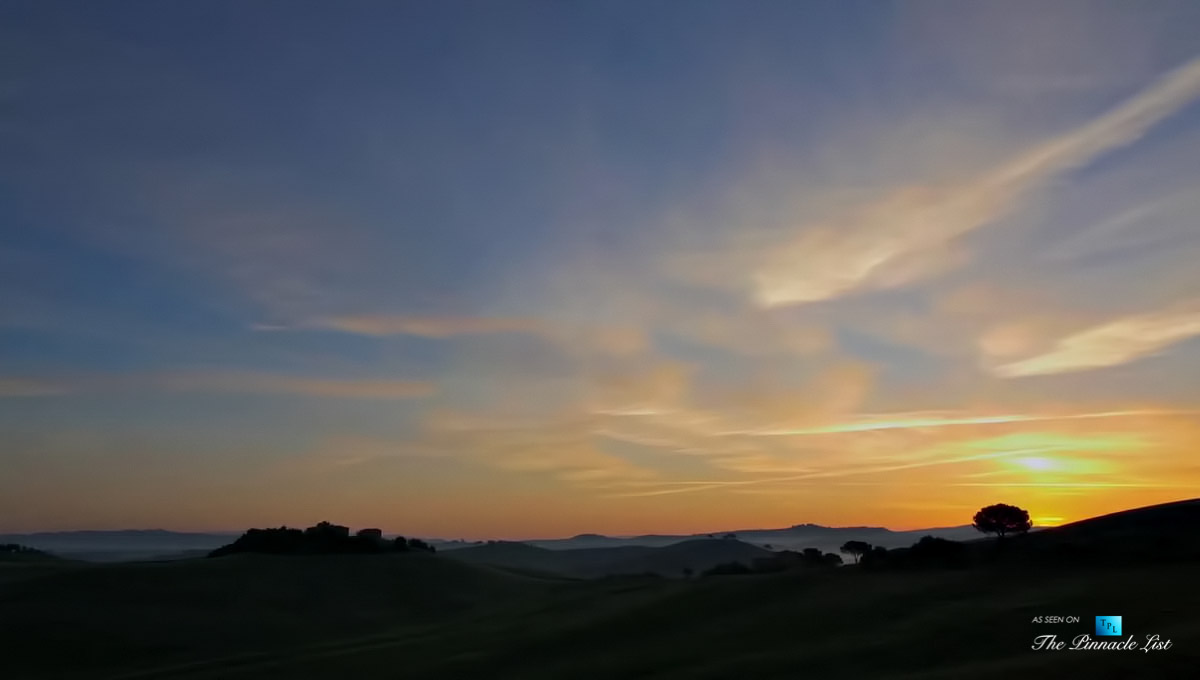 Podere Paníco Estate – Monteroni d'Arbia, Tuscany, Italy – Sunset Property View – Luxury Real Estate – Tuscan Villa