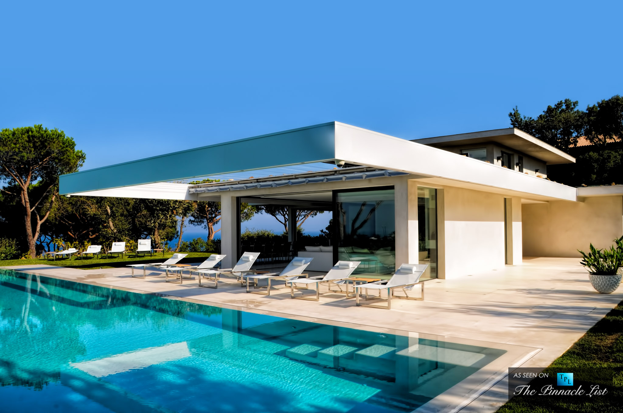 Villa Paradise in St. Tropez - Rent a Family Villa on the French Riviera like No Other