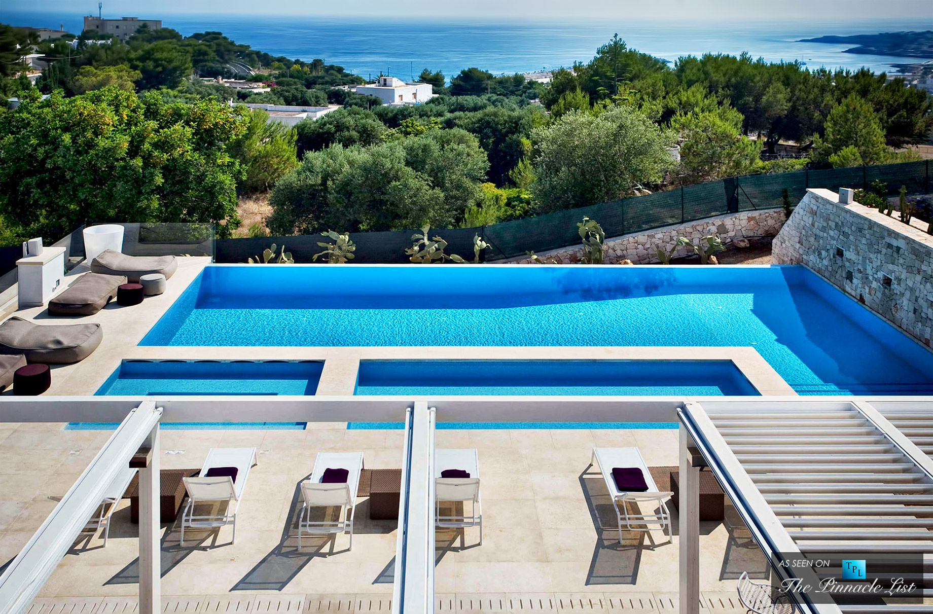 Villa Bianca – A Revelation of Calm Whites, Vast Openness, and Breathtaking Views in Apulia, Italy