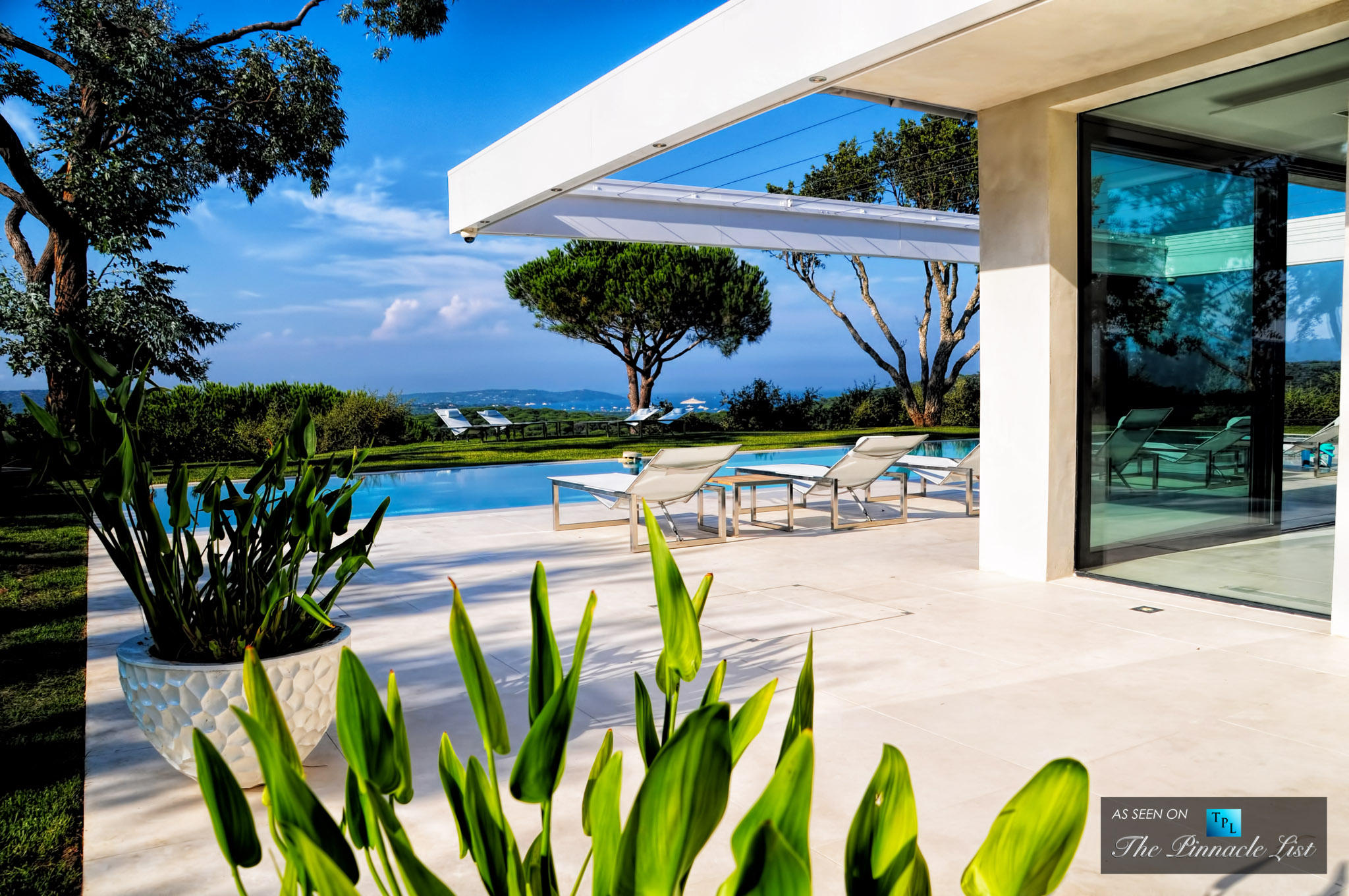Villa Paradise in St. Tropez – Rent a Family Villa on the French Riviera like No Other