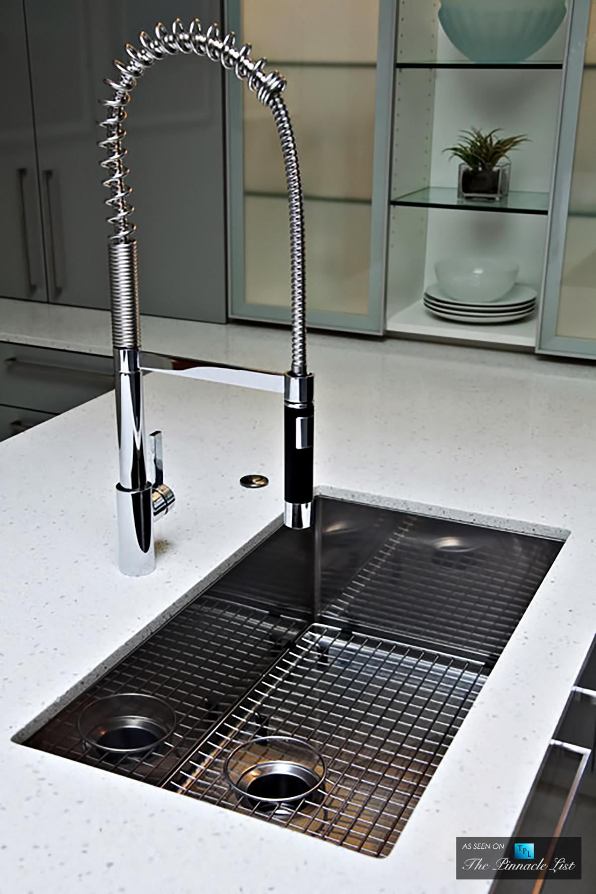 Stunningly Modern, High Gloss Kitchen Design in Norman, Oklahoma