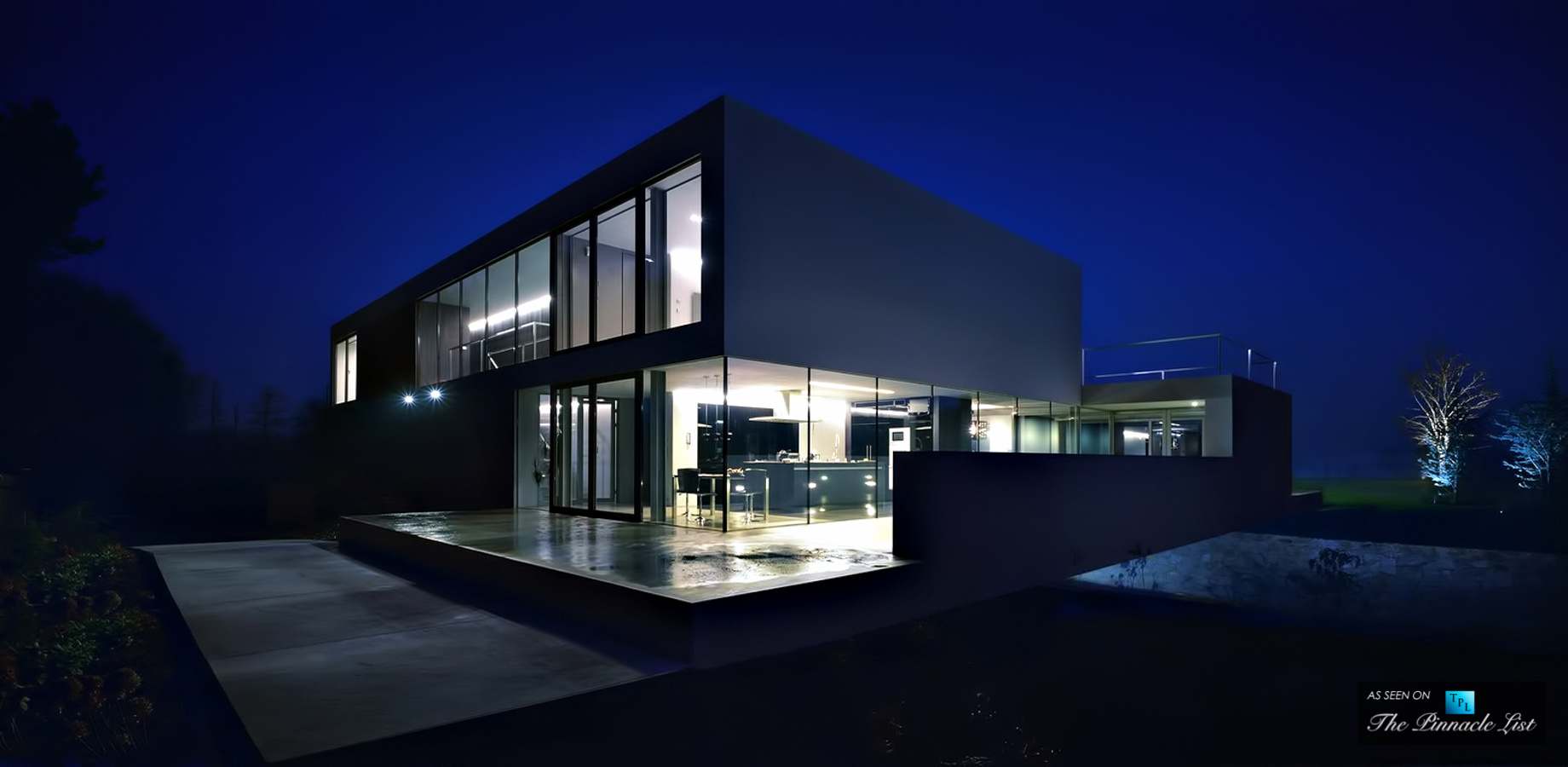 Concrete Cube Design with Minimalistic Expressions at the Aatrial House in Poland
