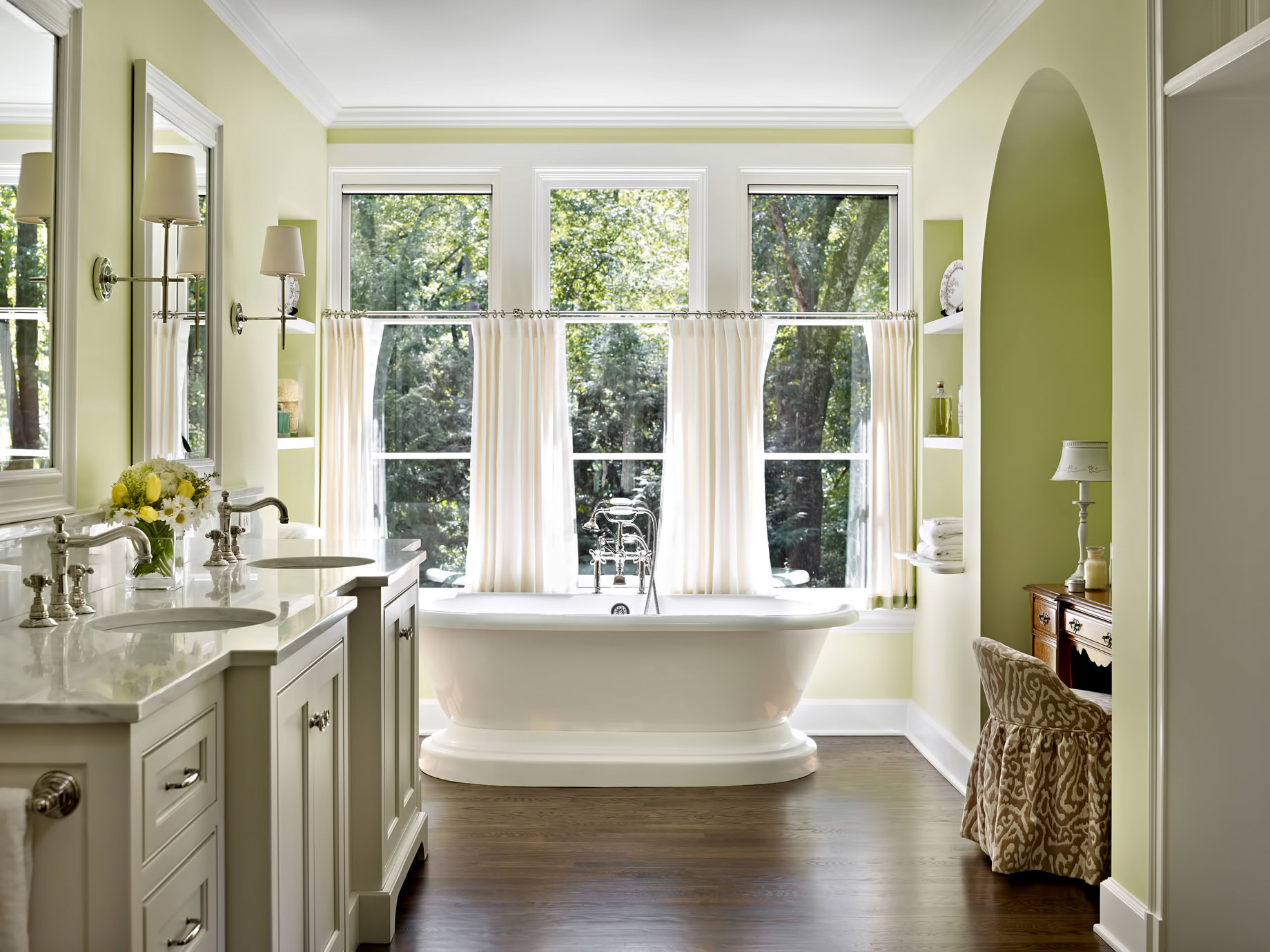 The Balance Between Natural Lighting and Privacy – Top 4 Rules to Consider for a Luxury Bathroom Renovation