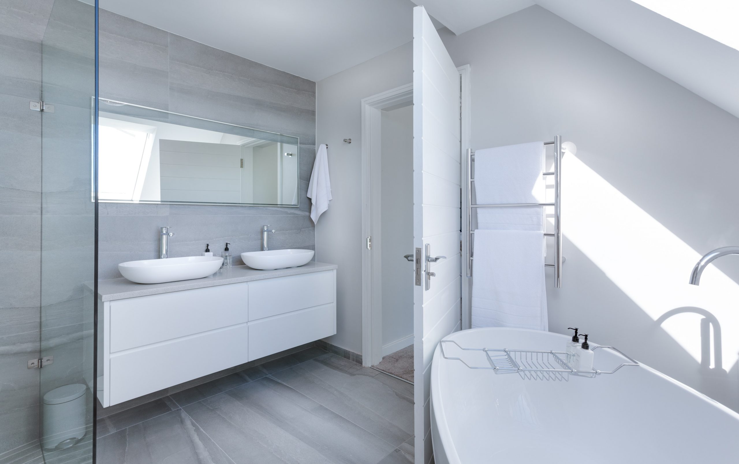 How To Renovate Your Own Bathroom Without Any Hiccups