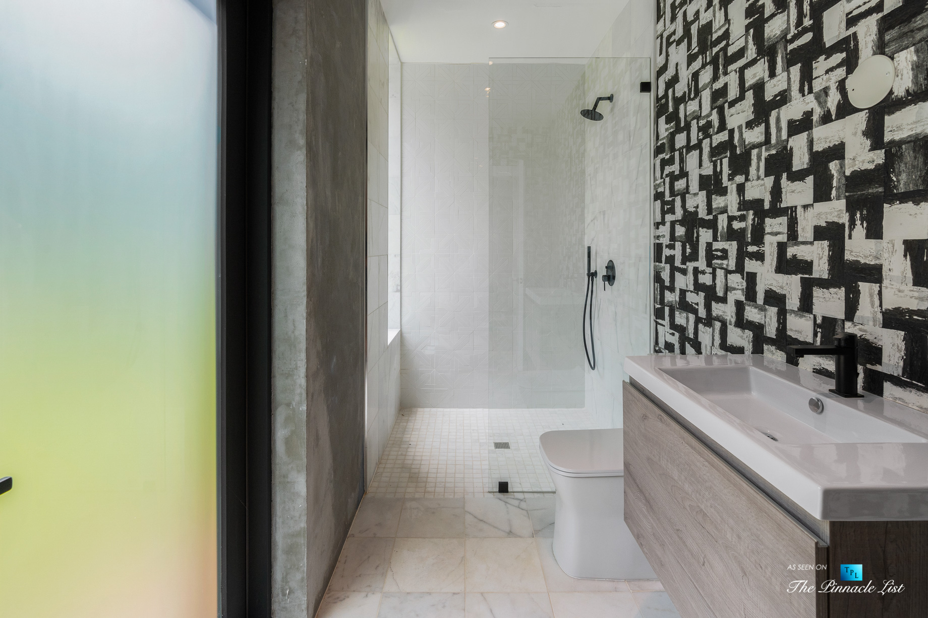2716 Ridgewood Rd NW, Atlanta, GA, USA - Bathroom with Shower - Luxury Real Estate - Modern Contemporary Buckhead Home