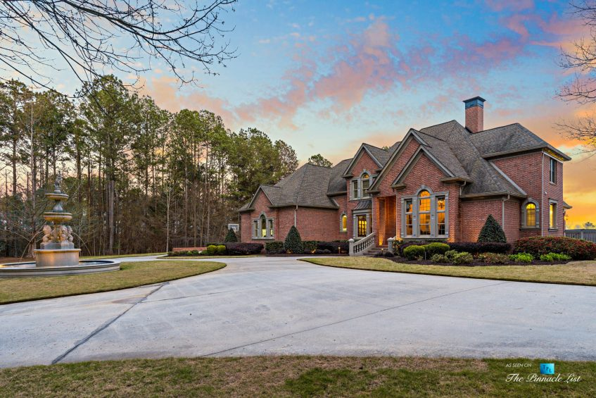 2219 Costley Mill Rd NE, Conyers, GA, USA - Circular Driveway Fountain - Luxury Real Estate - Equestrian Country Home