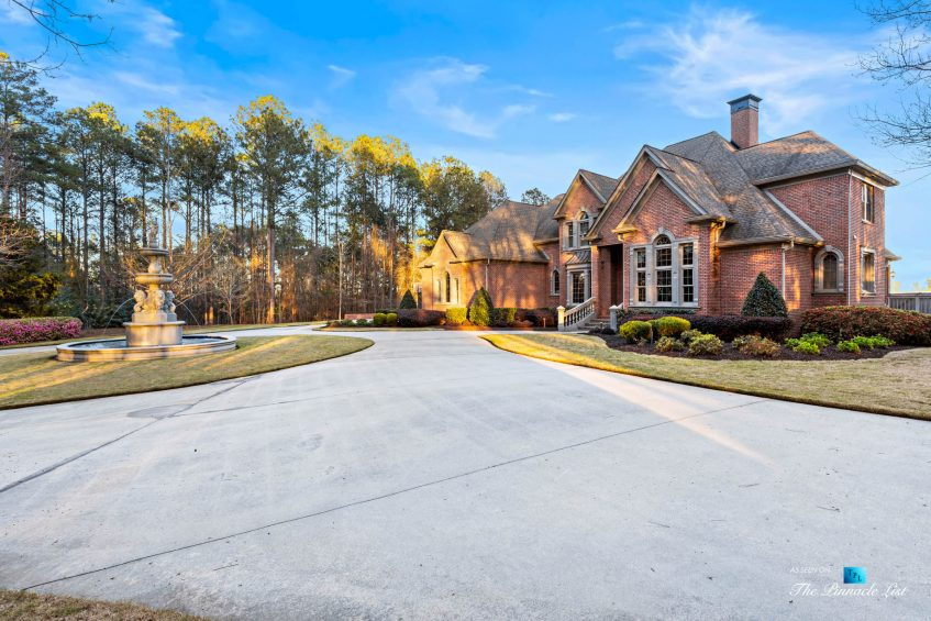 2219 Costley Mill Rd NE, Conyers, GA, USA - Front Property Water Fountain - Luxury Real Estate - Equestrian Country Home