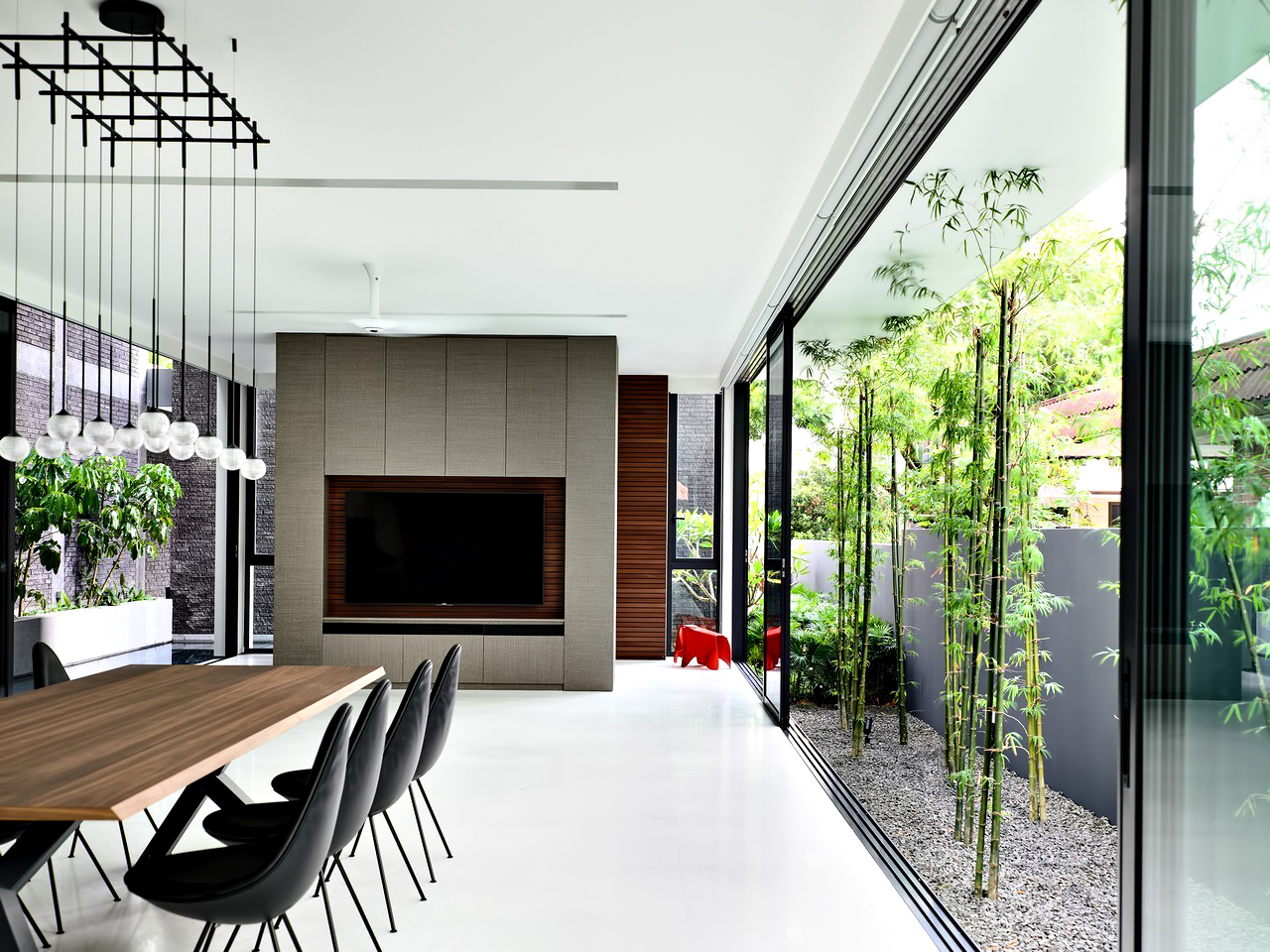 The Space Between Walls House - Prices of Wales Rd, Singapore