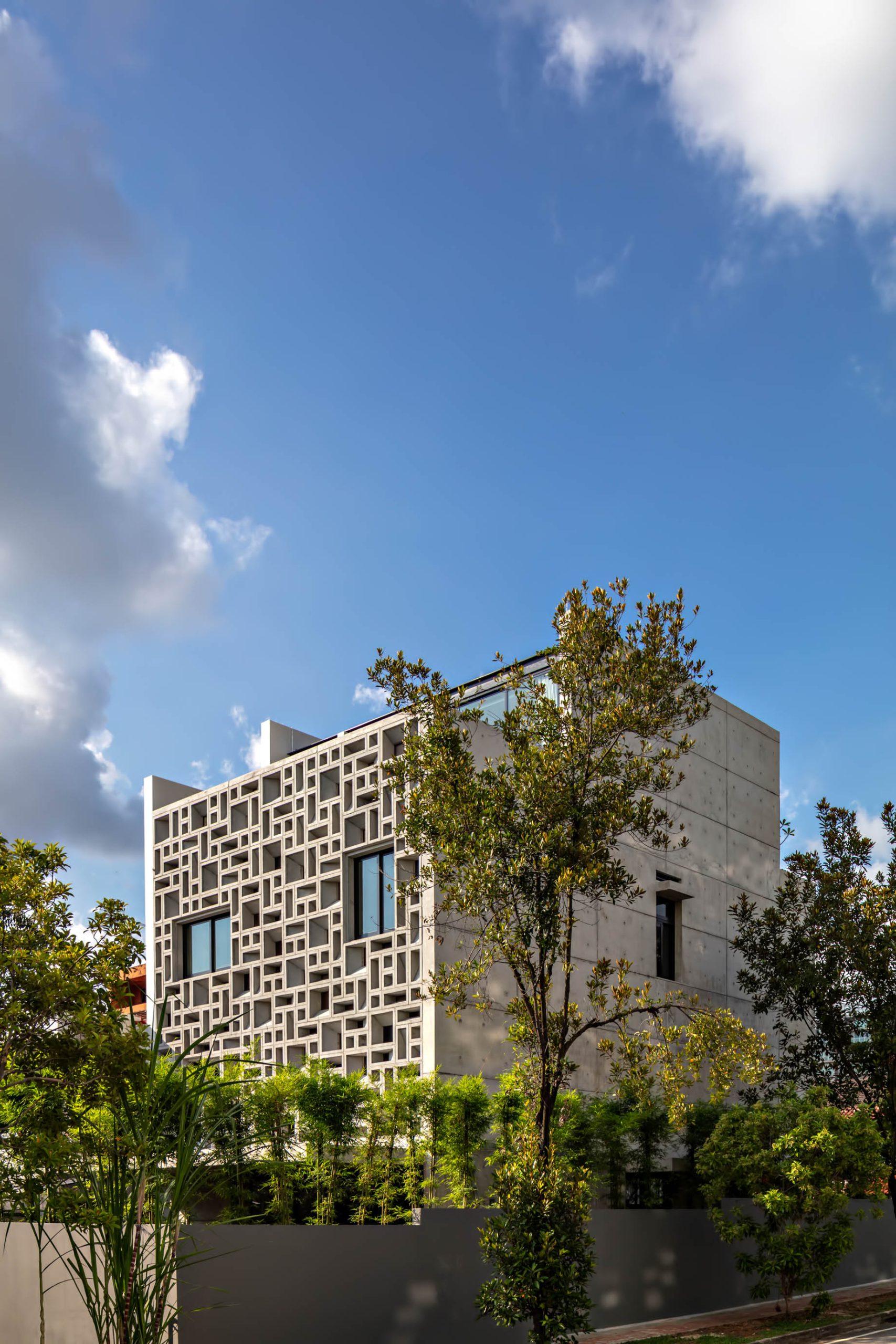 Custom Shades Luxury House – West Coast Grove, Singapore