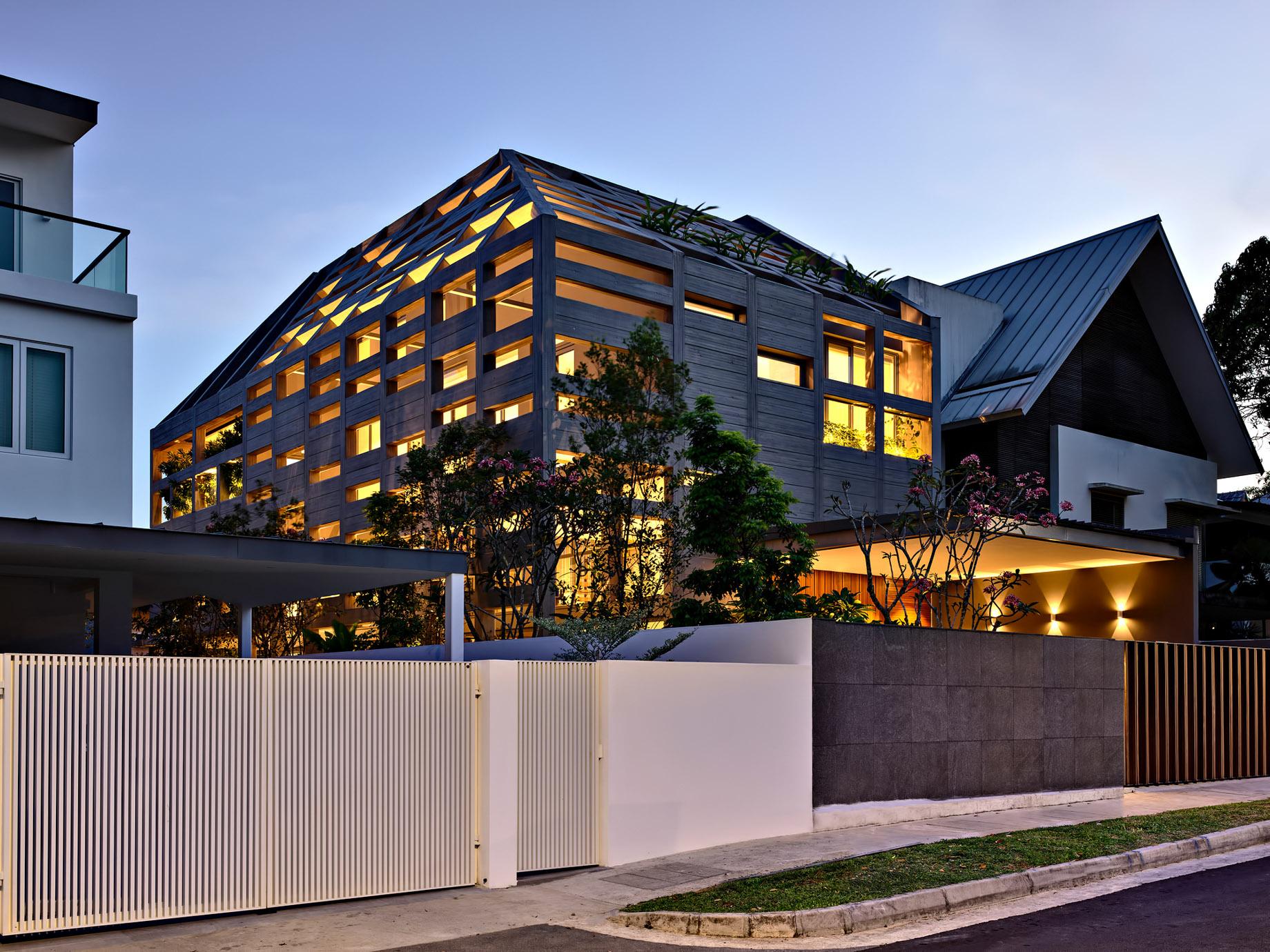 Concrete Light House Residence - Greenleaf Drive, Singapore
