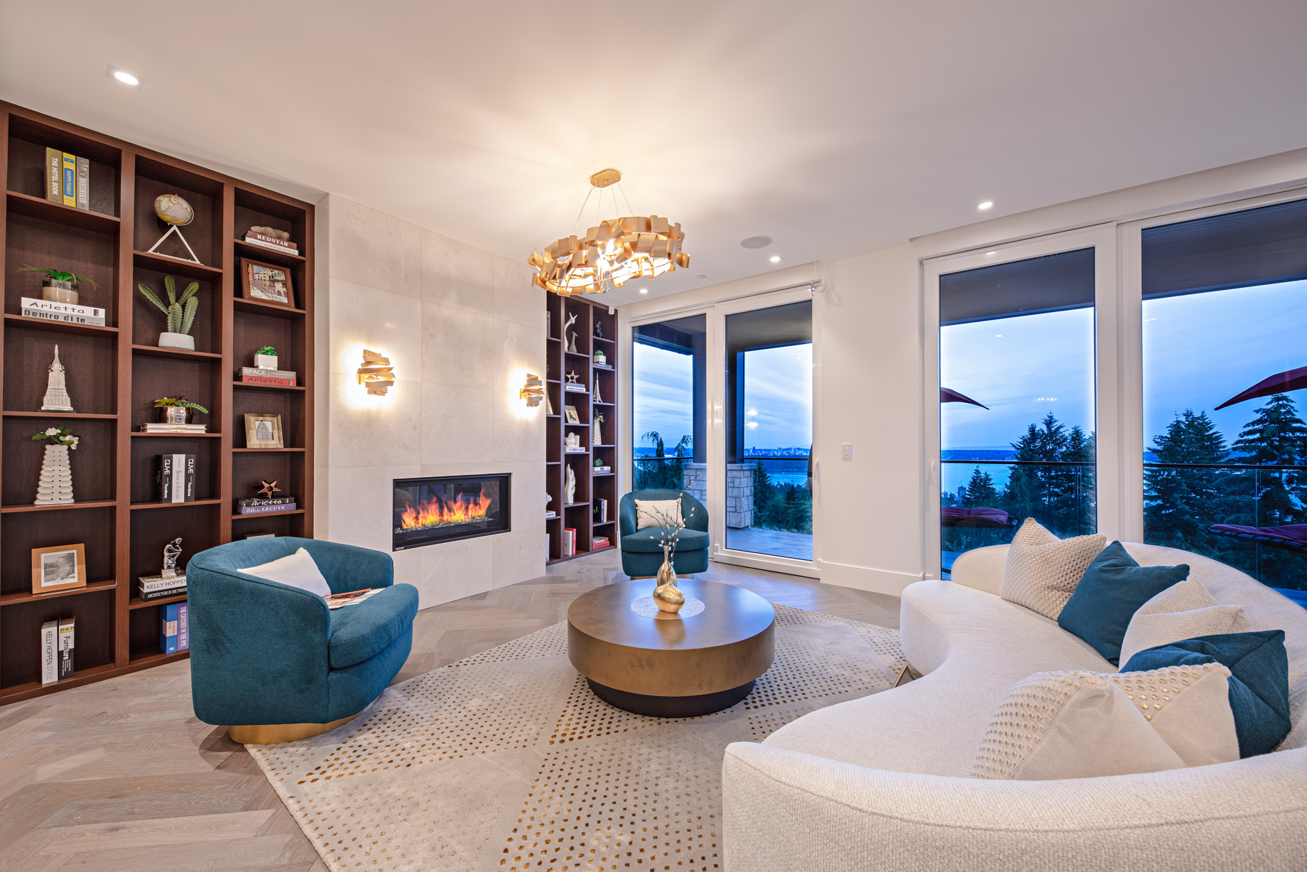 2111 Union Court, West Vancouver, BC, Canada - Living Room