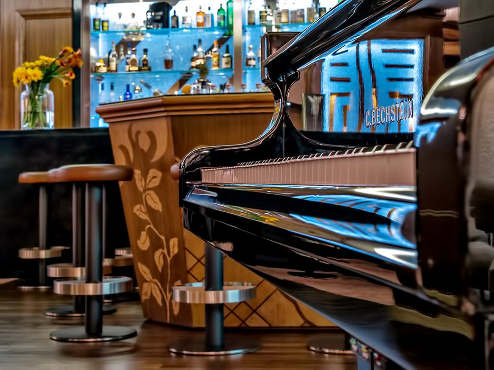 Tschuggen Grand Luxury Hotel - Arosa, Switzerland - Tschuggen Bar