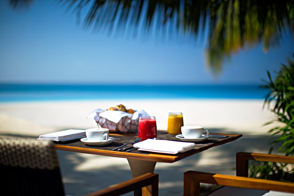 Velassaru Maldives Luxury Resort - South Male Atoll, Maldives - Tropical Beachfront Dining