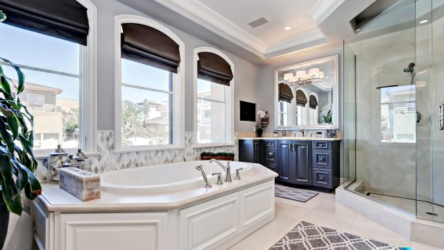 Luxury Real Estate - 1920 The Strand, Manhattan Beach, CA, USA - Master Bathroom Tub