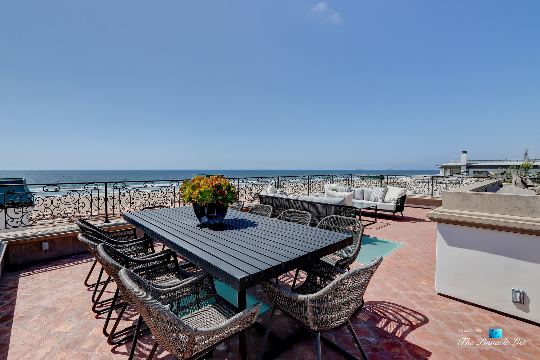 Luxury Real Estate - 2806 The Strand, Hermosa Beach, CA, USA - Roof Deck Dining